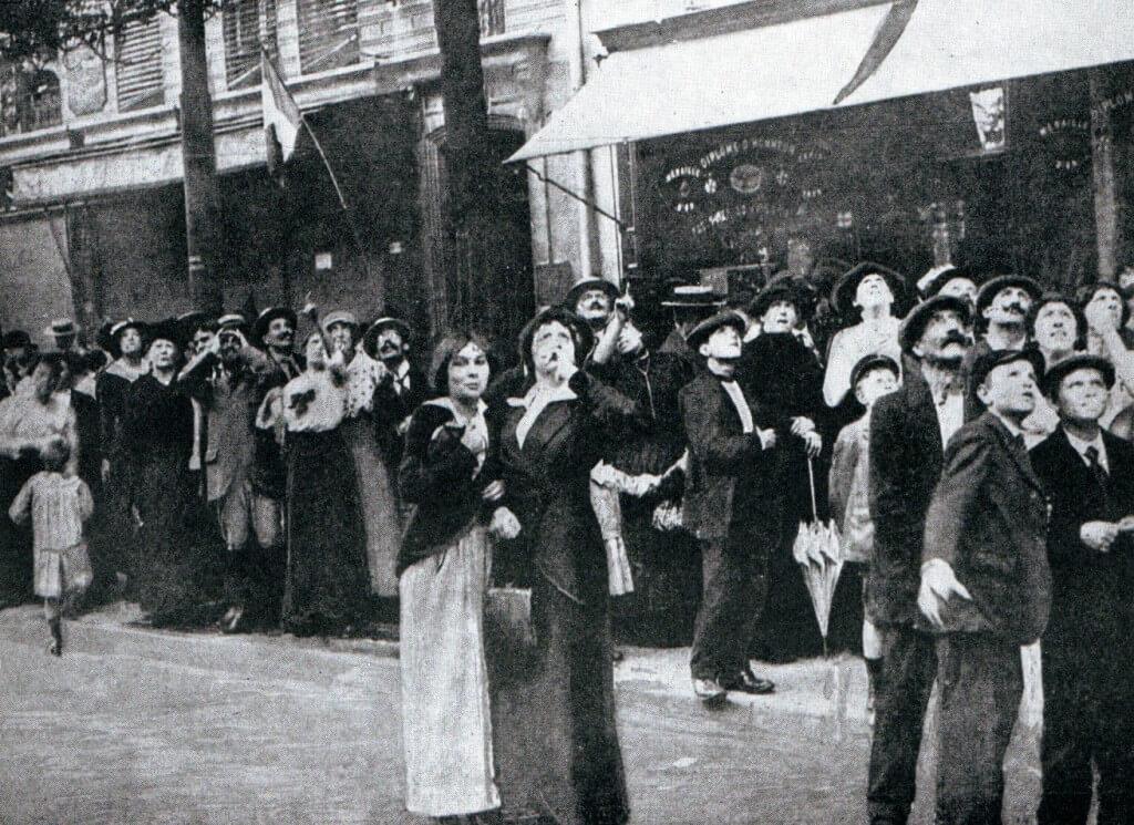 Parisians watching a German aircraft in September 1914