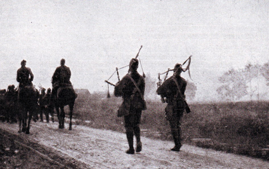 Pipers of the 1st Cameronians during the retreat