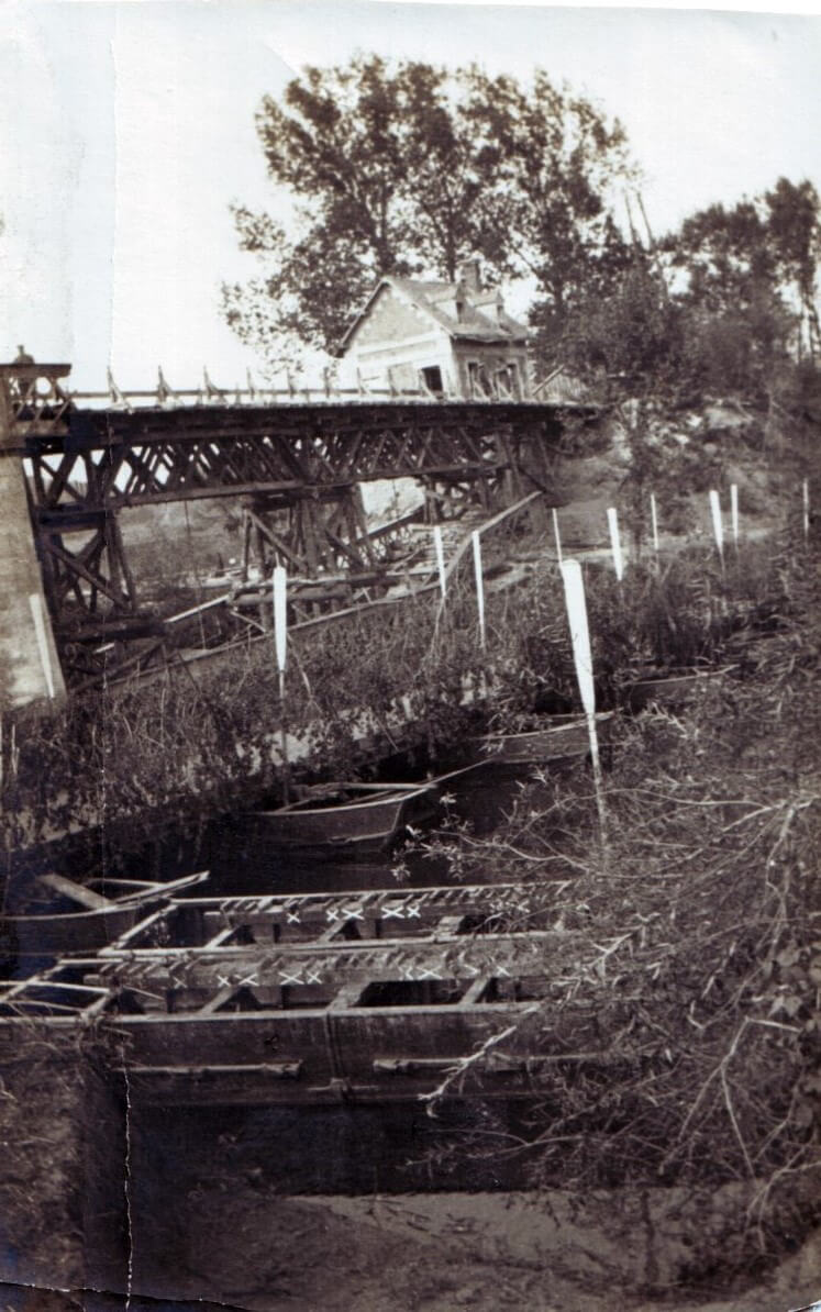 British pontoon bridge built by the Royal Engineers over the Aisne at Bourg, next to the demolished permanent structure.  At the far end of the bridge is the house from which German snipers shot soldiers of the 15th Hussars as they crossed (photo by Captain David Baird, ADC to General Haig)