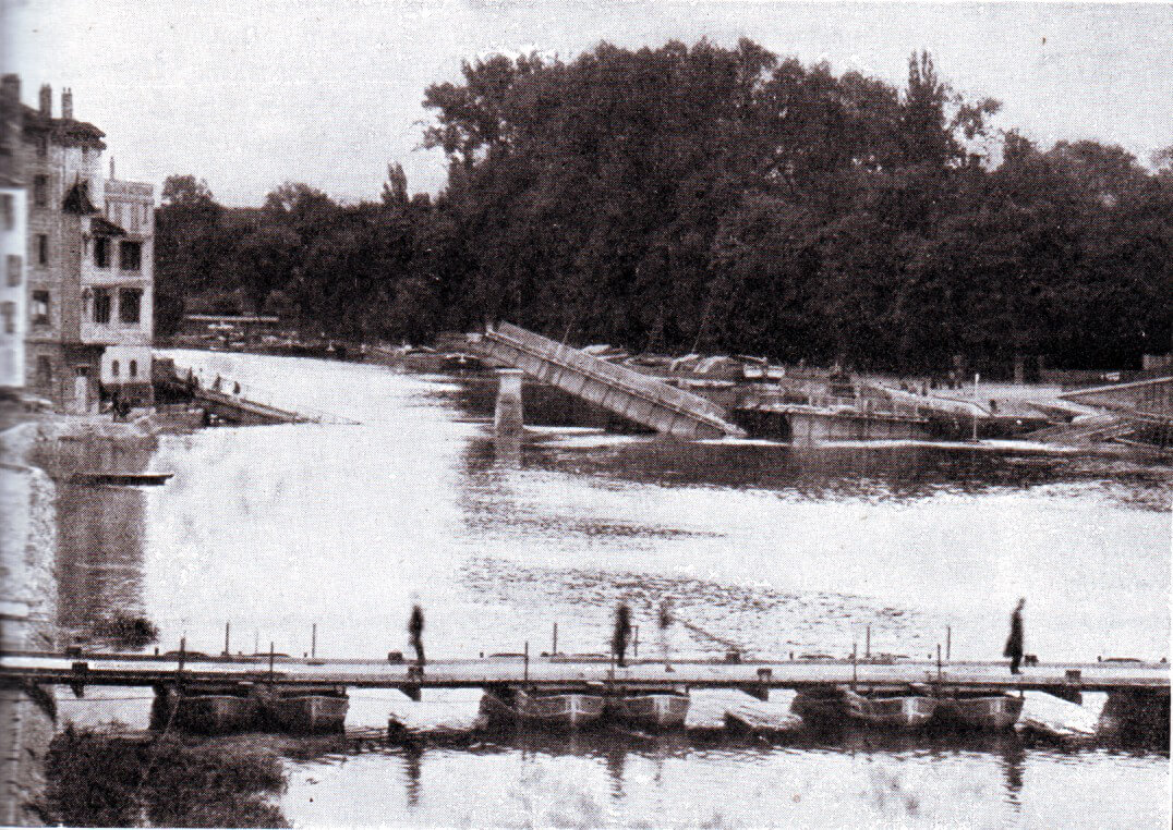 British pontoon bridge built by the Royal Engineers at Pont Arcy during the Battle of the Aisne