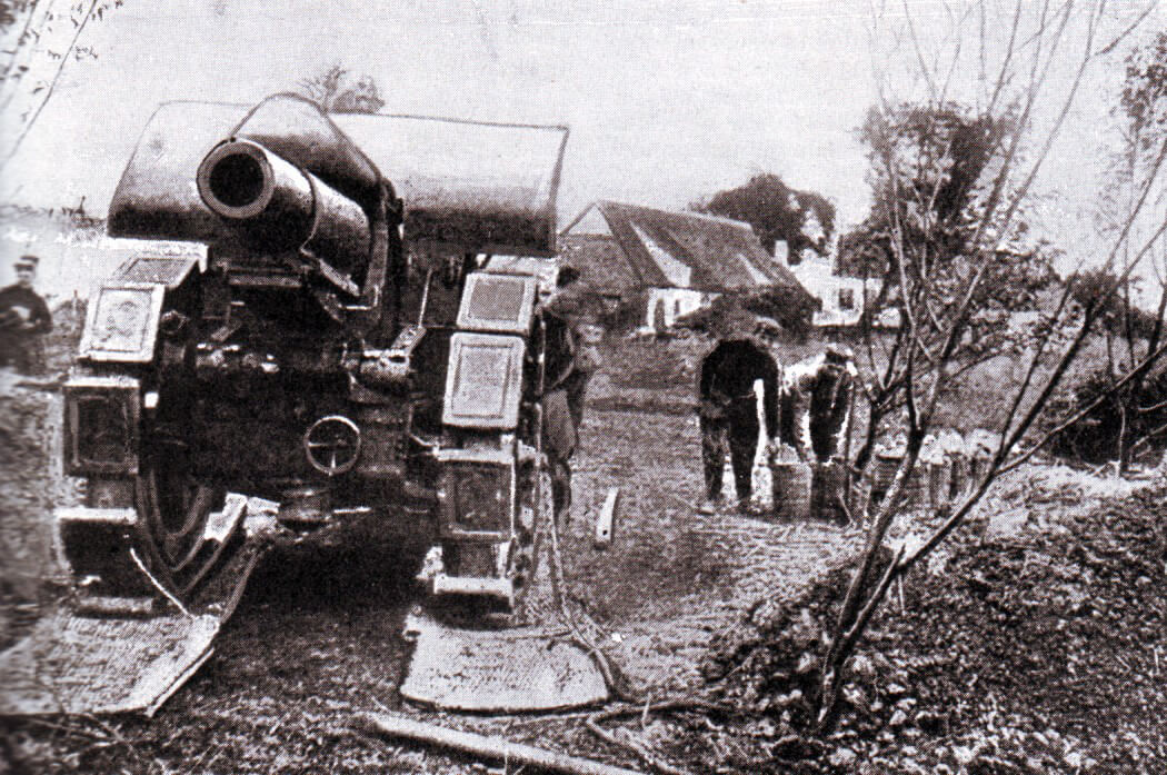 German heavy howitzer during the Battle of the Aisne