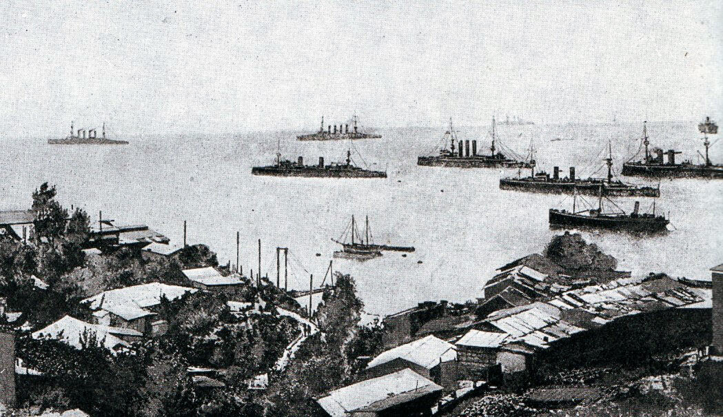 Admiral Graf von Spee's squadron off Valparaiso; Scharnhorst and Gneisenau at the back left, with Nürnberg to their right:Battle of Coronel on1st November 1914 in the First World War