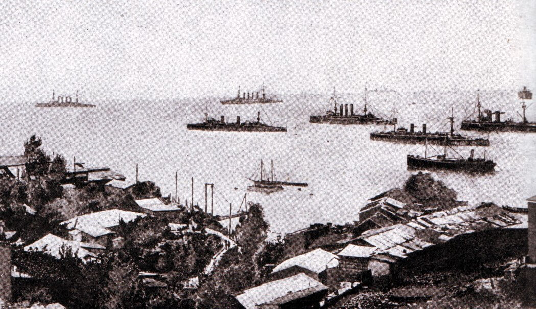 Admiral Graf von Spee's squadron off Valparaiso, Scharnhorst and Gneisenau at the back left with Nürnberg to their right