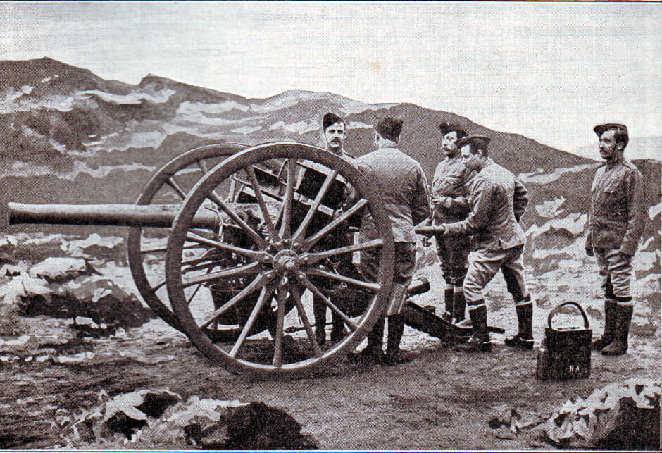 Royal Field Artillery gunners in 1899 with a 15 pounder field gun