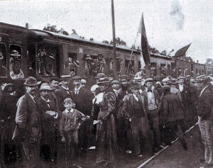 Boer citizens leaving Johannesburg for the front at the beginning of the Boer War in 1899