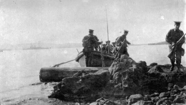 Anzacs landing on Gallipoli 25th April 1915