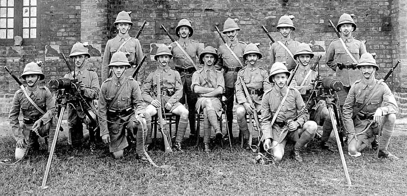 1st Royal Munster Fusiliers machine gun section commanded by Captain Dorman (seated in centre) in India in 1914. 1st Royal Munster Fusiliers landed from the River Clyde on V Beach Cape Helles Gallipoli on 25th April 1915