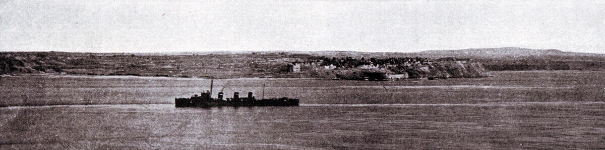British destroyer passing Sedd el Bahr at Cape Helles
