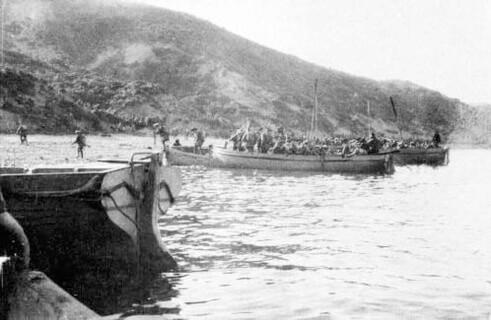 Anzacs landing at Anzac Cove 25th April 1915