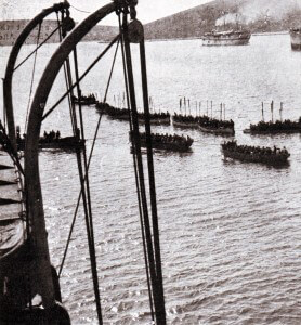 Troops in tows preparing to land on the Gallipoli Peninsular in April 1915