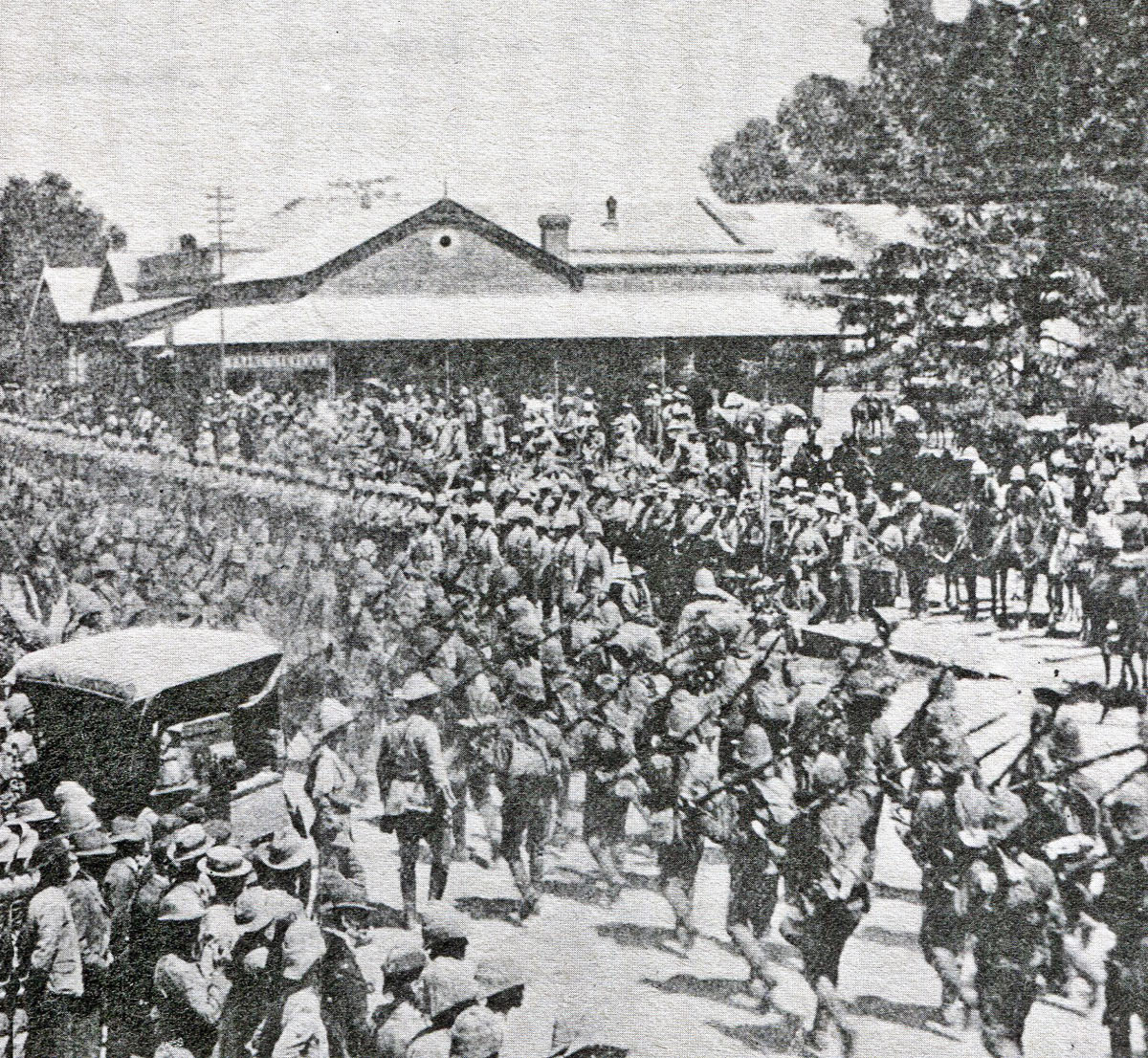 Buller's army entering Ladysmith after the Battles of Val Krantz and Pieters 5th to 28th February 1900 in the Great Boer War