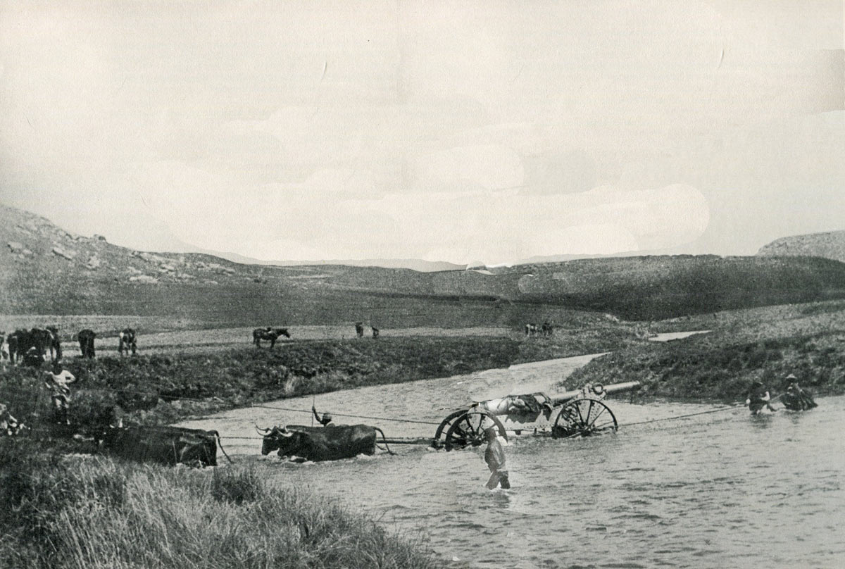 Boers bringing up a 'Long Tom' to bombard Ladysmith: Siege of Ladysmith, 2nd November 1899 to 27th February 1900 in the Great Boer War