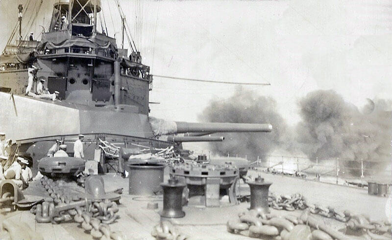 British battleship HMS Agamemnon bombarding the Dardanelles Straits: Gallipoli campaign Part I: the Naval Bombardment, March 1915 in the First World War