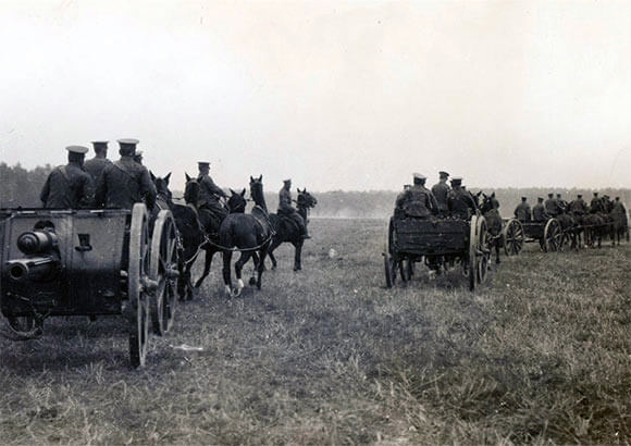 Battery of British Royal Field Artillery 18 pounder field guns moving up: Battle of Le Cateau on 26th August 1914 in the First World War