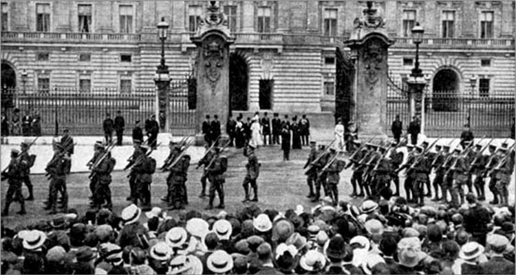 2nd Grenadier Guards, returning from a routine rout march, march past King George V outside Buckingham Palace in London, in August 1914 before leaving for France. The event was not arranged in advance. On being informed that the battalion was about to pass the palace, the King and Queen went out to the gates to watch: Battle of Villers Cottérêts on 1st September 1914 in the First World War