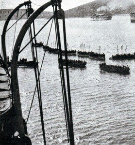Troops in tows preparing to land on the Gallipoli Peninsula in April 1915