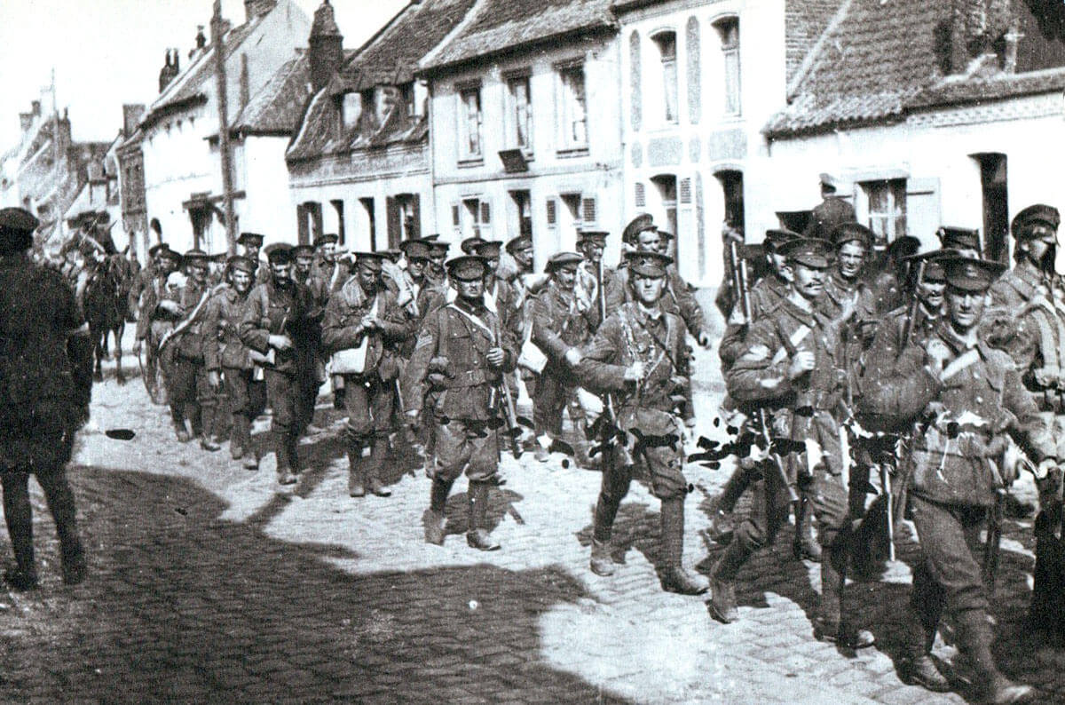 British infantry marching through a French village in August 1914: Battle of Le Cateau on 26th August 1914 in the First World War