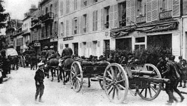 British Royal Field Artillery 18 Pounder Battery moving through a French Town: Battle of the Marne, fought from 6th to 9th September 1914, during the First World War