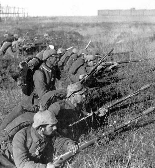 German infantry awaiting an attack during theBattle of the Marne, fought from 6th to 9th September 1914, during the First World War
