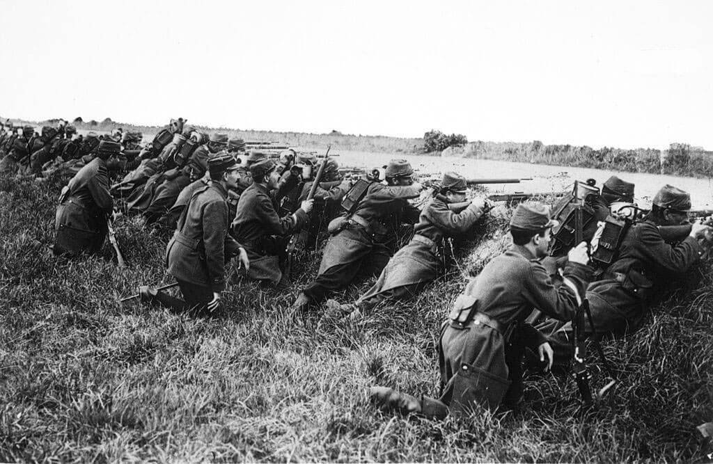 French infantry await an attack during the Battle of the Marne, fought from 6th to 9th September 1914, during the First World War