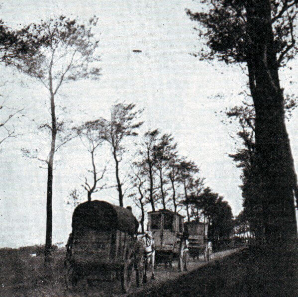 British biplane flying over the battlefield:Battle of the Aisne, 10th to 13th September 1914 in the First World War