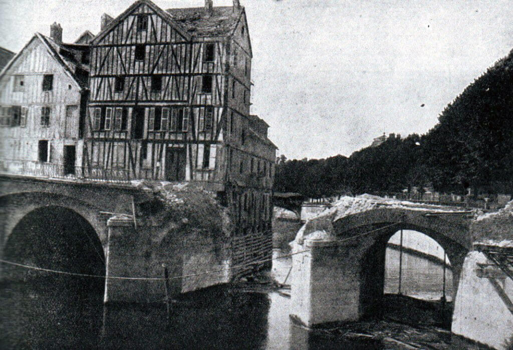 Pont du Moulin at Meaux on the Marne River, demolished by French sappers: Battle of the Marne, fought from 6th to 9th September 1914, during the First World War