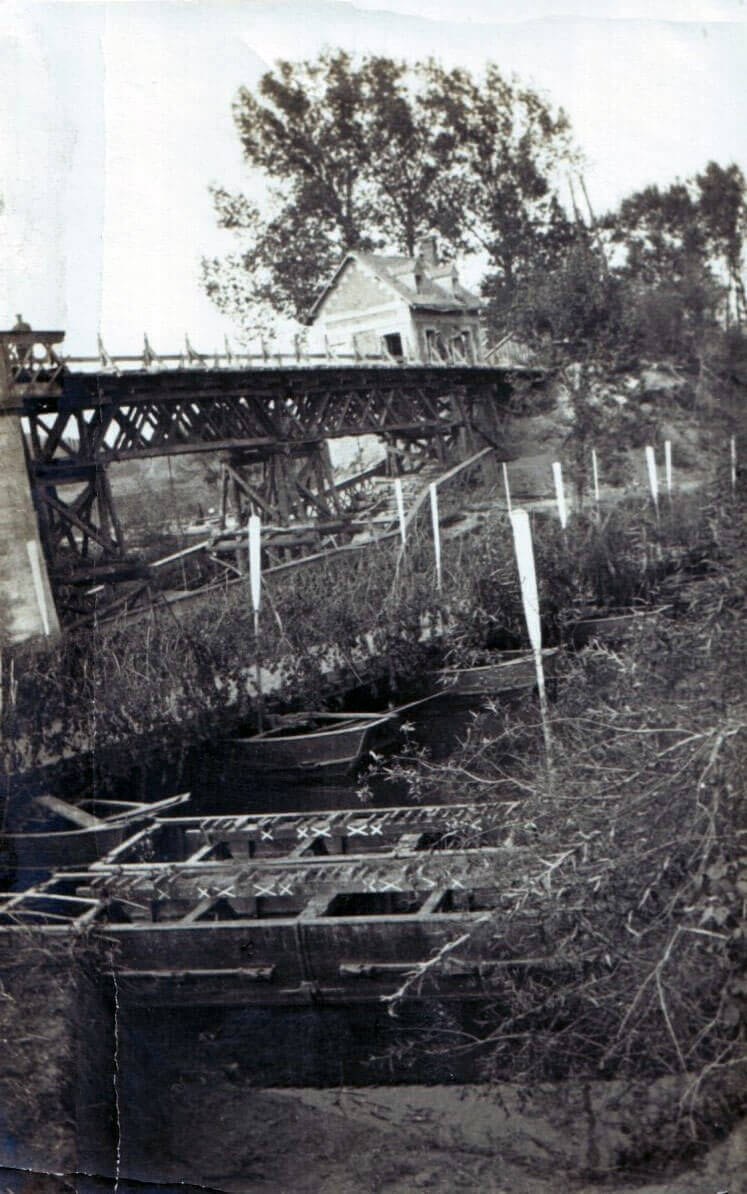 British pontoon bridge built by the Royal Engineers over the Aisne at Bourg, next to the demolished permanent structure. At the far end of the bridge is the house from which German snipers shot soldiers of the 15th Hussars as they crossed (photo by Captain Harry Baird, ADC to General Haig):Battle of the Aisne, 10th to 13th September 1914 in the First World War
