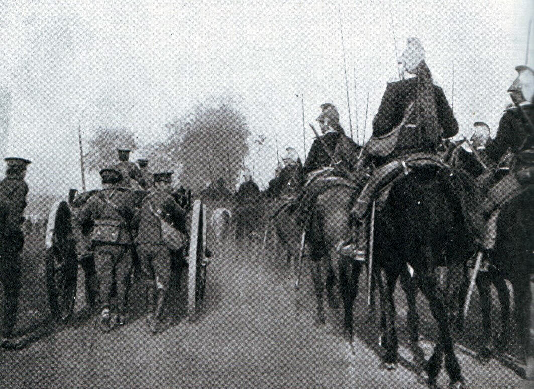 French dragoons passing a British field battery during the advance to the Aisne: Battle of the Aisne, 10th to 13th September 1914 in the First World War