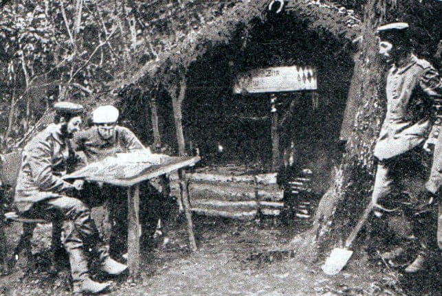 German officers in a position on the Aisne:Battle of the Aisne, 10th to 13th September 1914 in the First World War