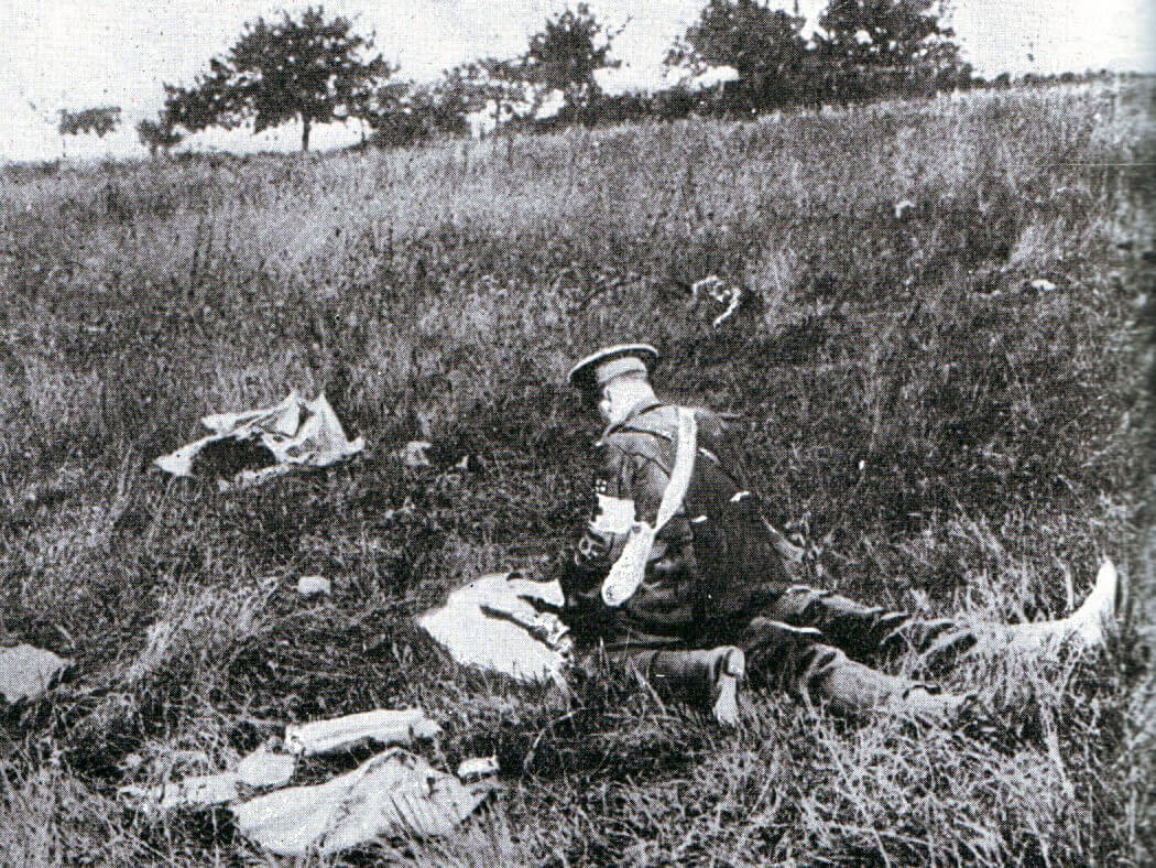 British medical orderly attending a casualty on the Battlefield:Battle of the Aisne, 10th to 13th September 1914 in the First World War