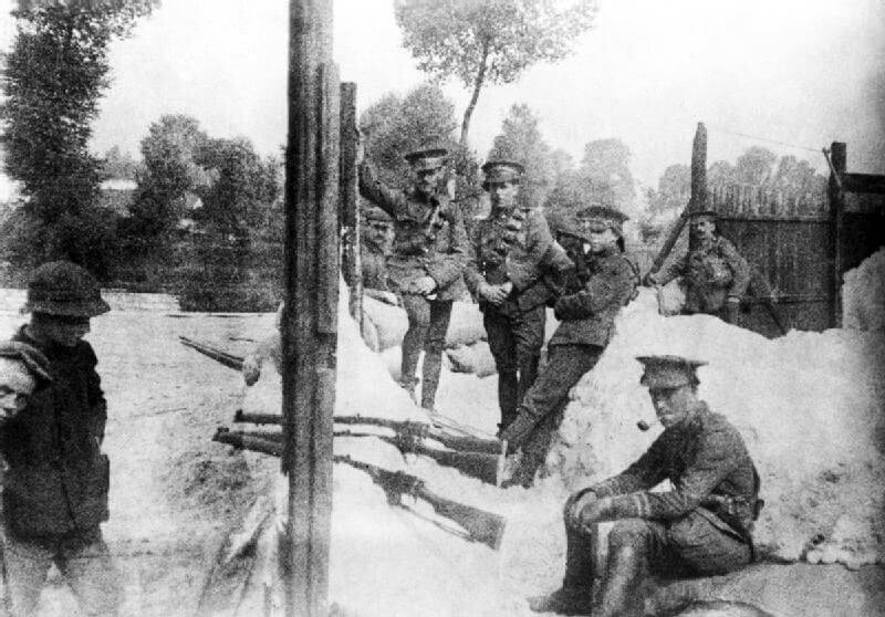 4th Dragoon Guards on the Mons Canal waiting for the infantry to take over their positions: Battle of Mons on 23rd August 1914 in the First World War