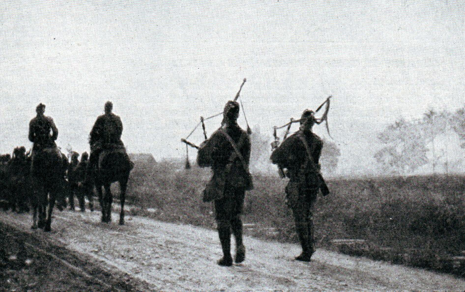Pipers of the 1st Cameronians during the retreat: Battle of the Marne, fought from 6th to 9th September 1914, during the First World War