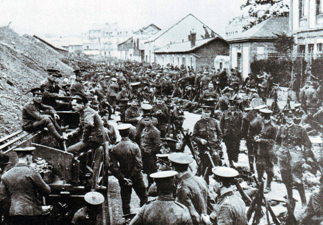British infantry waiting to advance in the Mons area: Battle of Mons on 23rd August 1914 in the First World War