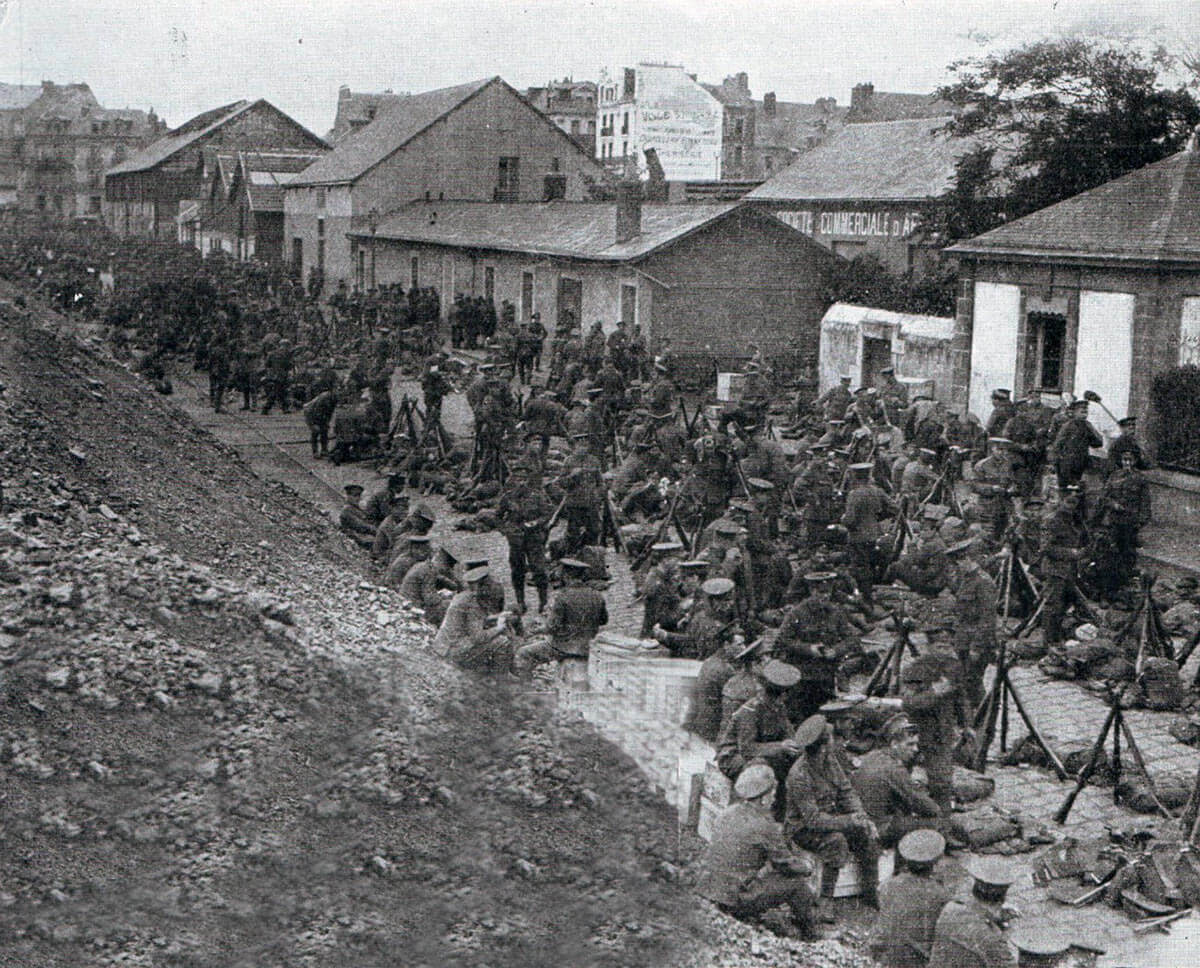 British infantry waiting to move forward in the Mons area: Battle of Mons on 23rd August 1914 in the First World War