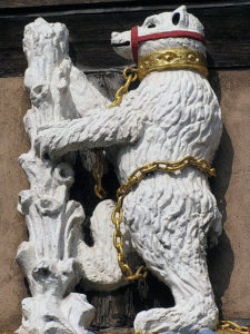 Bear on the Ragged Staff, Warwick's emblem: First Battle of St Albans, fought on 22nd May 1455 in the Wars of the Roses
