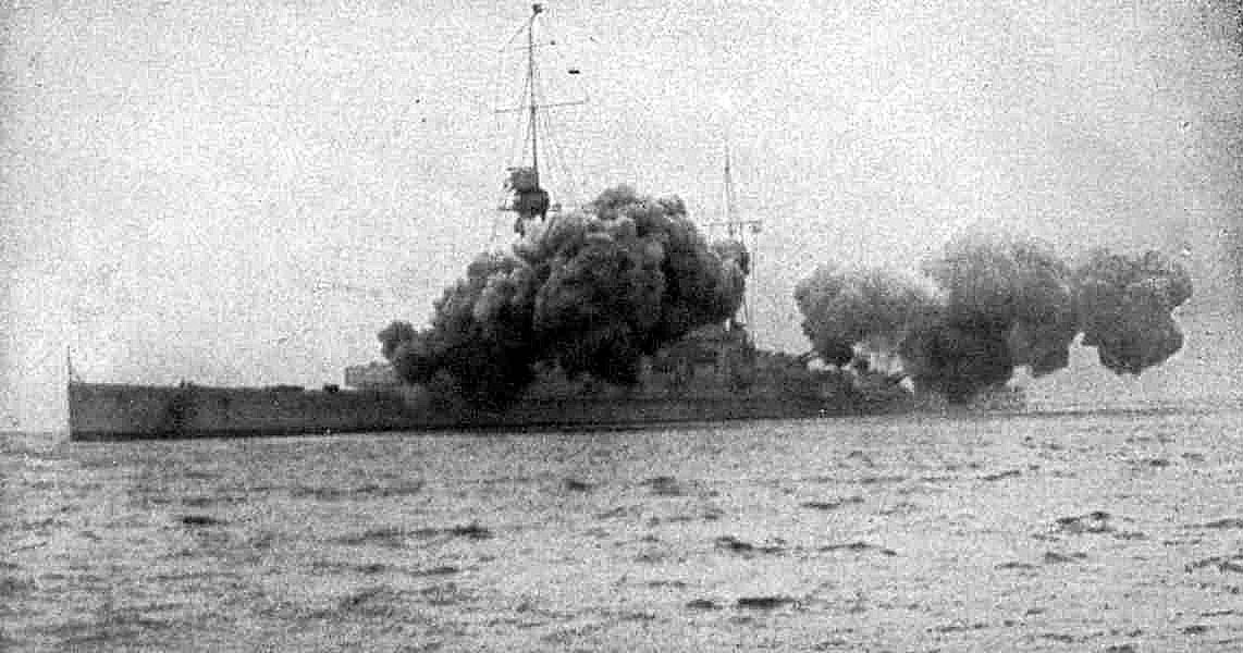 German Battle Cruiser SMS Derfflinger firing a full salvo. Derfflinger fought at the Battle of Jutland on 31st May 1916 in Admiral Hipper's 1st Scouting Group
