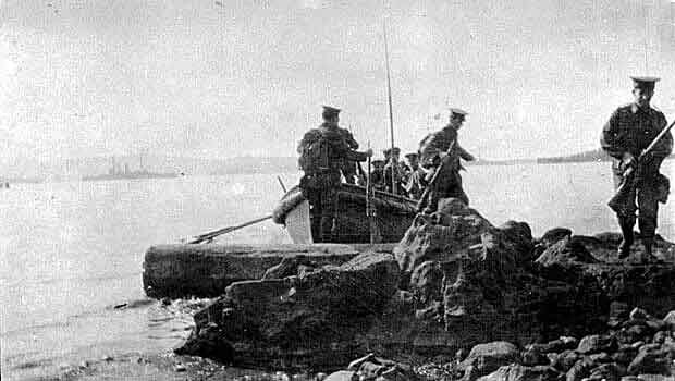 Anzacs landing on Gallipoli 25th April 1915: Gallipoli Part III, ANZAC landing on 25th April 1915 in the First World War