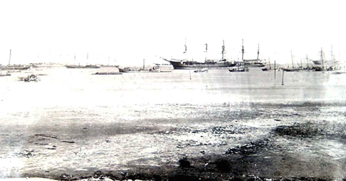 British shipping in Annesley Bay in 1867: Battle of Magdala on 13th April 1868 in the Abyssinian War