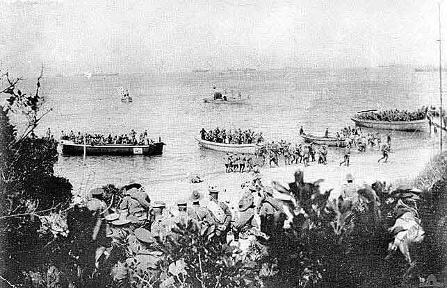 ANZACs landing at Anzac Cove on Gallipoli 25th April 1915: Gallipoli Part III, ANZAC landing on 25th April 1915 in the First World War