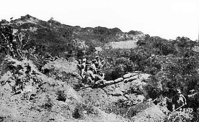 Australian or New Zealand trenches above Anzac Cove on Gallipoli 25th April 1915: Gallipoli , ANZAC landing on 25th April 1915 in the First World War
