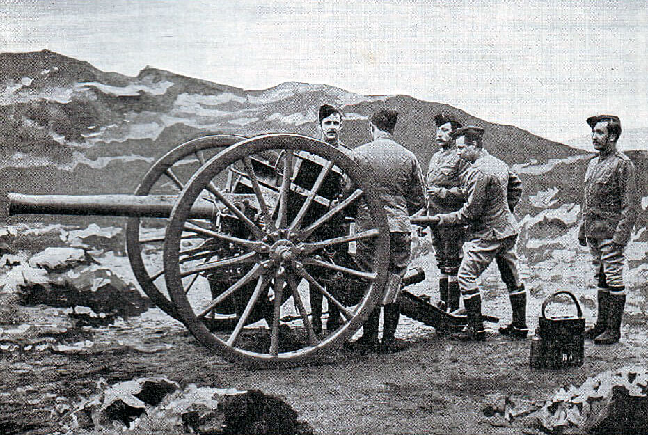 Royal Field Artillery gunners in 1899 with a 15 pounder field gun: Battle of Talana Hill on 20th October 1899 in the Boer War