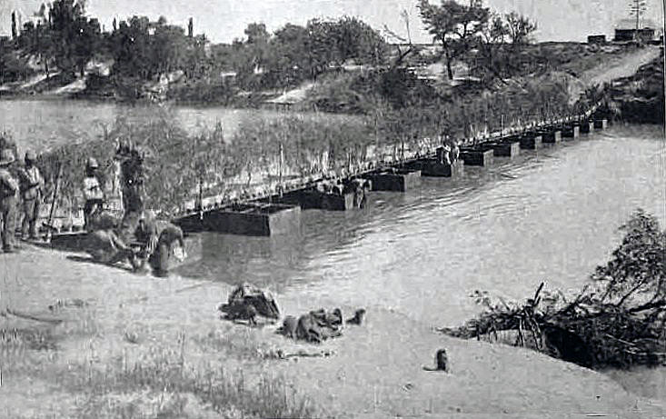 ontoon bridge built over the Modder River by the Royal Engineers to replace the railway bridge demolished by the Boers: Battle of Magersfontein on 10th and 11th December 1899 in the Boer War
