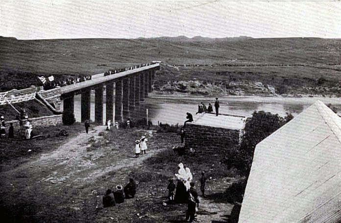 Boers crossing the bridge over the Orange River at Aliwal North before advancing south to Stormberg before the Battle of Stormberg on 9th/10th December 1899 in the Boer War